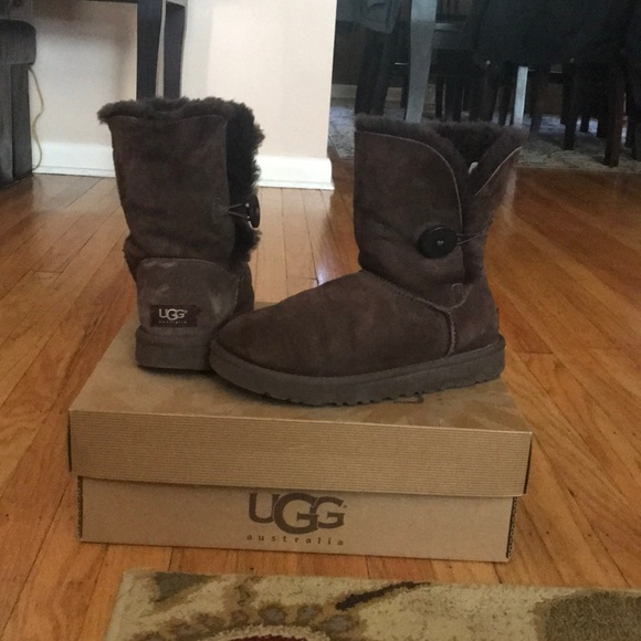 cf284262189 Ugg boots!!! Chocolate brown Bailey button boots